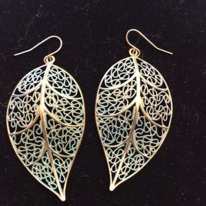 Jewelry - Dangle delicate leaf earrings